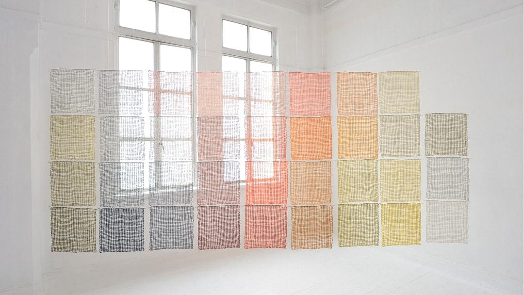 tekstiilitaiteilija Merja Keskinen, teos: Transparent Colors 144cm x 335 cm, 2015, kudonta