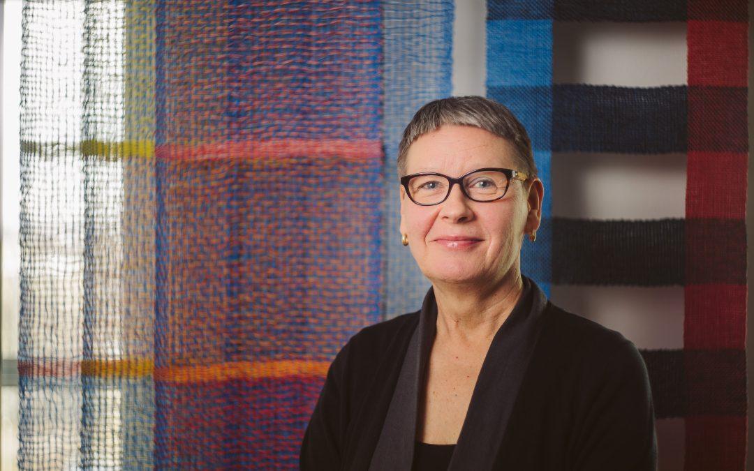 Vuoden 2019 Tekstiilitaiteilija on Merja Keskinen – Värikylläisten herkkien taidetekstiilien tekijä