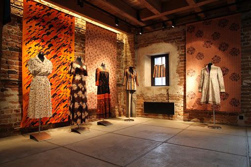Galleria Moletin näyttelyajat vuodelle 2021 ovat haettavissa