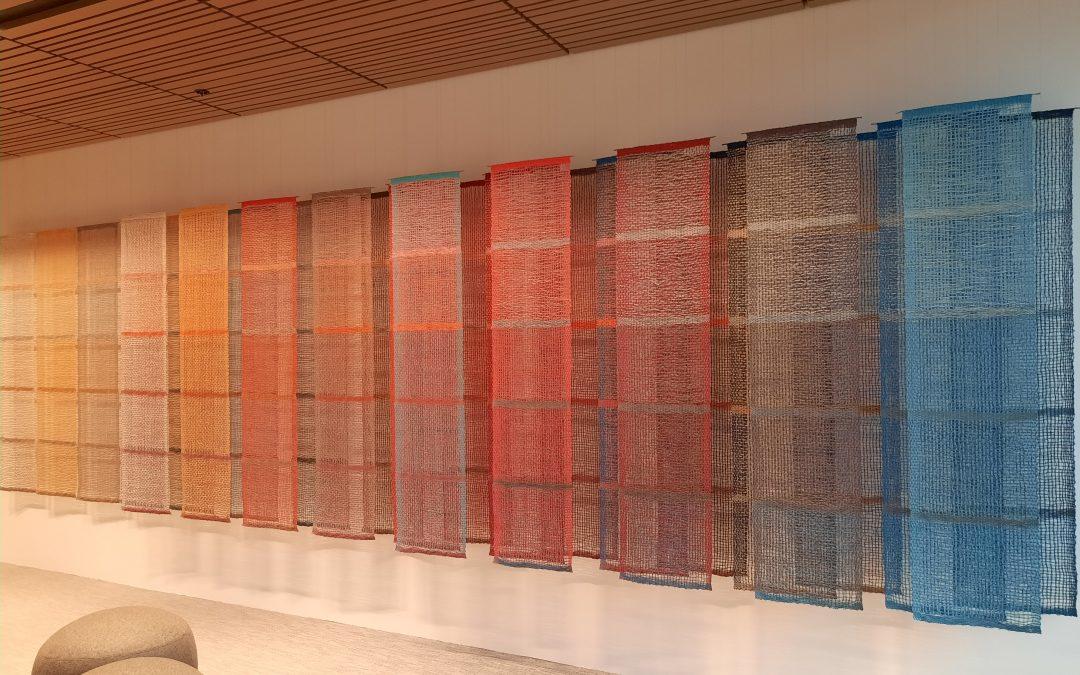 Merja Keskisen tekstiiliteos valmistui Eläketurvakeskuksen uusiin tiloihin